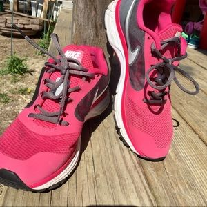 Nike Shoes - Nike Vomero Women s Running Shoes 9.5 a5e783598bed